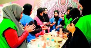 تواصل فعاليات معسكر الفتيات بالبريمي