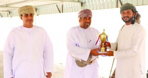 عبدالله الهنائي يتوج بالمركز الأول في مسابقة الرماية بالأسلحة التقليدية بعبري