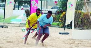 انطلاق منافسات البطولة الأول لهوكي الشاطئ بصلالة بمشاركة 12 فريقا