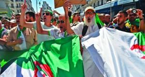 محتجون يقتحمون مقر لجنة الوساطة الجزائرية ويرفضون تمثيلها للحراك