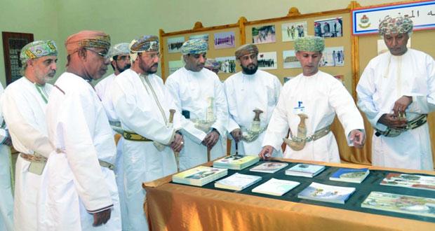 متحف قوات السلطان المسلحة والتوجيه المعنوي يشاركان في مهرجان صلالة السياحي