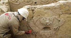 جدارية قديمة تتحدث عن أهمية الماء يكتشفها علماء آثار في شمال بيرو