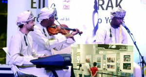 مركز عمان للموسيقى التقليدية ينظم معرضا لإصداراته الفنية بجراند مول