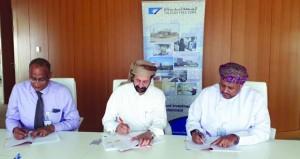 المنطقة الحرة بصلالة توقع اتفاقية حق انتفاع لإقامة مجمع للصناعات المتكاملة