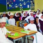 مدارس السلطنة تستقبل طلابها وتبدأ بتوزيع الكتب المدرسية وتنظيم حافلات نقل الطلاب