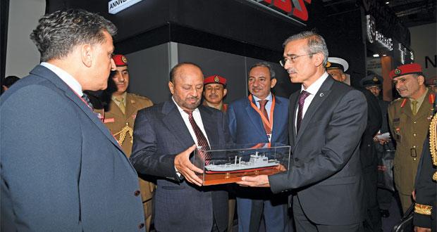 بدر بن سعود يحضر المعرض الدولي لمعدات الأمن والدفاع