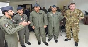 قائد سلاح الجو السلطاني العماني يطلع على فعاليات التمرين الجوي المشـترك (البساط السحري)
