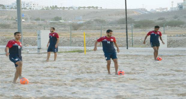 المنتخب الوطني لكرة القدم الشاطئية يختتم غدا معسكره الداخلي ببوشـر