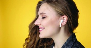 سماعات الأذن .. تضر بالعلاقات الإنسانية