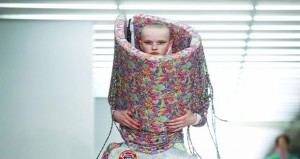 محتجو المناخ يستهدفون أسبوع الموضة بلندن