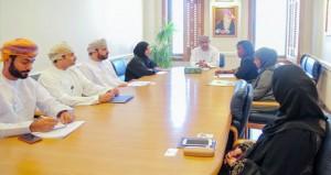 """""""القوى العاملة"""" تبحث التعاون والتنسيق مع سفارتي كينيا وتنزانيا"""
