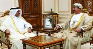 وزير المكتب السلطاني يستقبل سفير دولة قطر
