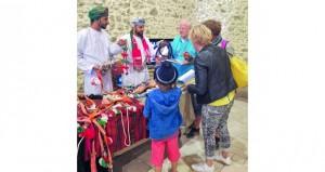 مشاركة عمانية لإبراز الصناعات الحرفية الخاصة بالإبل بمعرض دولي بفرنسا