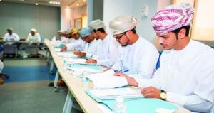 """""""القوى العاملة"""": 15 خريجا يلتحقون ببرنامج تدريبي في خدمات النفط"""