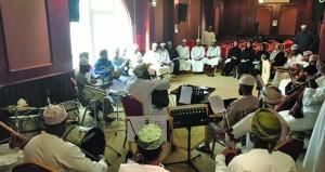مركز عُمان للموسيقى التقليدية يبدأ تنفيذ حلقة عمل موسيقية للأعضاء