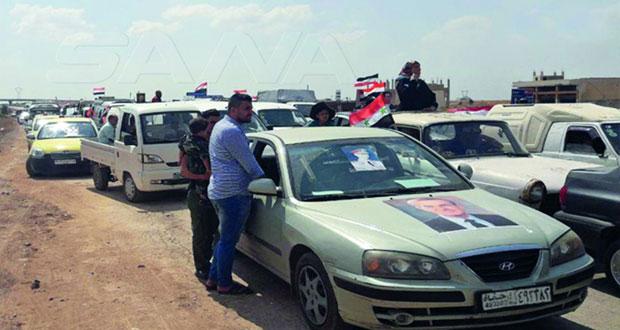 آلاف السوريين يعودون لمنازلهم بإدلب وحماة