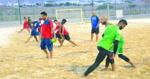 منتخبنا الوطني لكرة اليد الشاطئية يواصل تدريباته المكثفة لدورة الألعاب العالمية بقطر