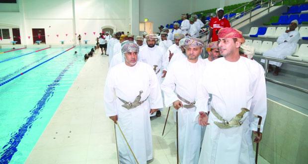 وزير الشؤون الرياضية يزور مرافق المجمع الرياضي بالرستاق