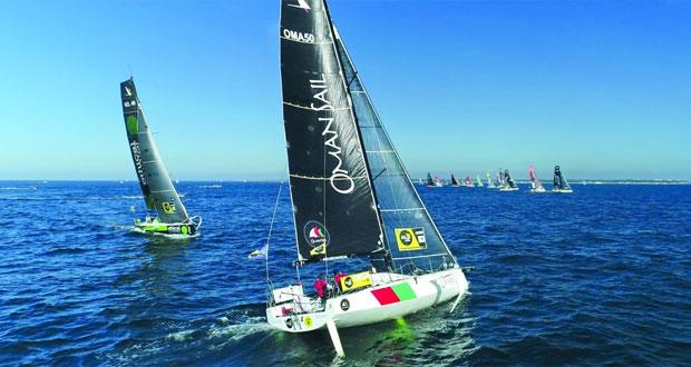 """قارب """"عُمان للإبحار"""" يحقق هدفه من المشاركة الأولى في جولة بريتاني للإبحار الشراعي بفرنسا"""