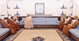 نيابة عن جلالة السلطان .. أسعد بن طارق يودع السفير القطري