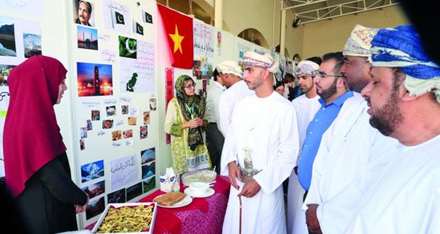 كلية السُّلطان قابوس لتعليم اللغة العربية للناطقين بغيرها تنظم احتفالية ثقافية لطلابها