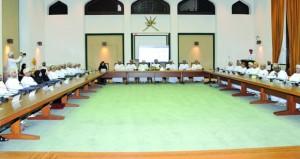 وزير الخدمة المدنية: السلطنة تستند على مبادئ واضحة وثابتة في تعاملها مع مختلف القضايا