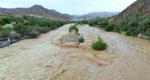 هطول أمطار بين المتوسطة والغزيرة على عدد من قرى الرستاق