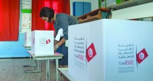 التونسيون يصوتون في جولة الإعادة بالانتخابات الرئاسية