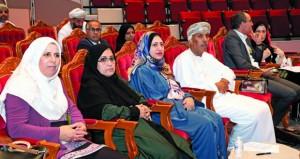 مؤتمر (السكان والتنمية المستدامة في سلطنة عمان) يوصي بتطوير التشريعات الخاصة بسوق العمل في ختام أعماله
