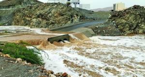 أمطار غزيرة وجريان الأودية على معظم المحافظات الشمالية للسلطنة وتوقعات باستمرارها