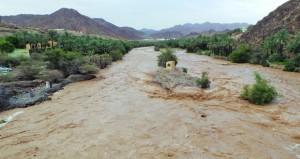 تواصل هطول الأمطار وجريان الأودية على عدد من المحافظات الشمالية للسلطنة
