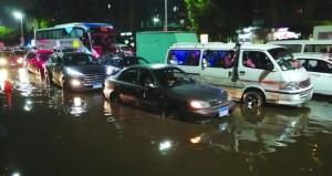 الأمطار الغزيرة تغلق مدارس وجامعات في مصر