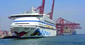 """ميناء صلالة يستقبل السفينة """"ايدا فيتا"""" وعلى متنها 1181 سائحاً"""