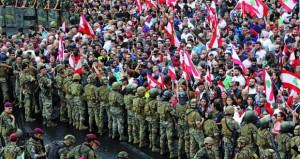 احتجاجات لبنان: الجيش يفتح بعض الطرق مع استمرار حالة الشلل