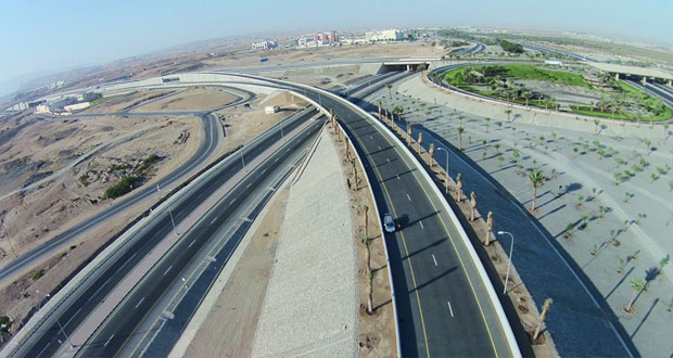 بلدية مسقط تواصل أدوارها في تعزيز منظومة الطرق ومشاريعها المرتبطة