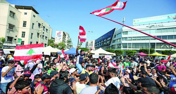 احتجاجات لبنان تتصاعد والجيش ينحاز لمطالب المتظاهرين