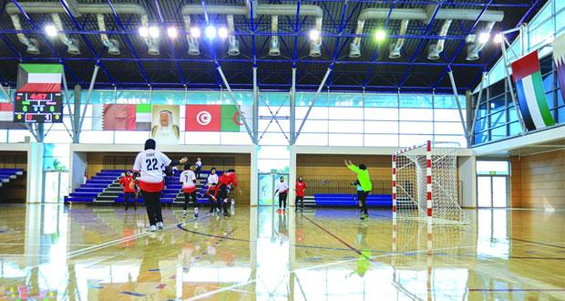 في الدورة الخليجية السادسة لرياضة المرأة بالكويت.. منتخب اليد يخسر من الإمارات في أولى مبارياته