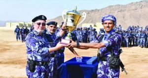 فريق وحدة شرطة المهام الخاصة بنزوى يحتفظ باللقب والهنائي يحصد لقب الفردي