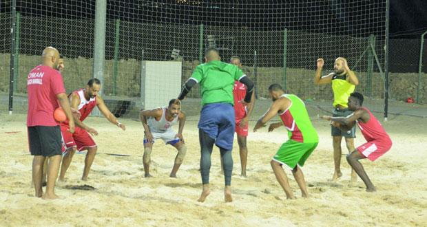 اليوم .. بعثة منتخبنا الوطني لكرة اليد الشاطئية تتوجه إلى الدوحة