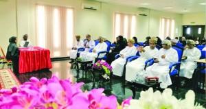 فريق عمل محافظة مسقط لمسابقة الأندية للإبداع الشبابي ينظم الملتقى التعريفي للأندية