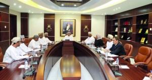 رئيس اللجنة الأولمبية العمانية يلتقي أعضاء مجلس إدارة الاتحاد العُماني لكرة اليد