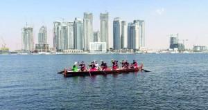 القاربان العمانيان ( عمان وشناص ) يشاركان في سباق قوارب التجديف بالبحرين