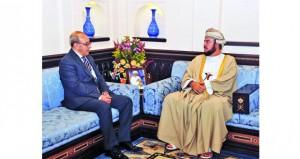 نيابة عن جلالة السلطان.. أسعد بن طارق يودع السفير الجزائري
