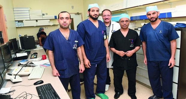 المستشفى السلطاني ينجح في إجراء عملية إصلاح الصمام الميترالي للقلب عن طريق القسطرة التداخلية