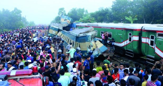 وفاة 16 جراء تصادم قطارين ببنجلاديش