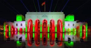 دار الأوبرا السلطانيّة تضاء بألوان العلم العماني