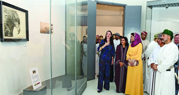 """الفنانة العالمية فايوليت أستر تحتفي بـ """"عمان البرية"""" بمتحف السيد فيصل بن علي"""