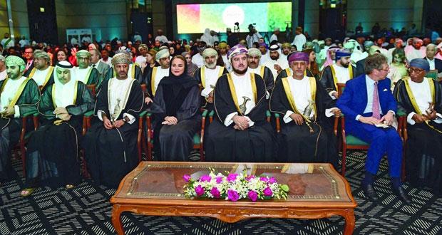 تتويج الفائزين بـجوائز (إنجاز العرب للشباب الريادي)