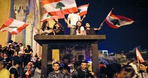 اللبنانيون يطالبون باستعادة الأموال المنهوبة .. و(المصرف المركزي) يتعهد بصيانة استقرار الليرة