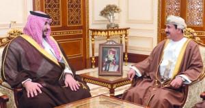وزير المكتب السلطاني والوزير المسؤول عن شؤون الدفاع يستقبلان نائب وزير الدفاع السعودي